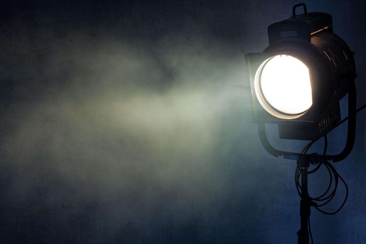 spotlight_smoke_blue_106263414_M